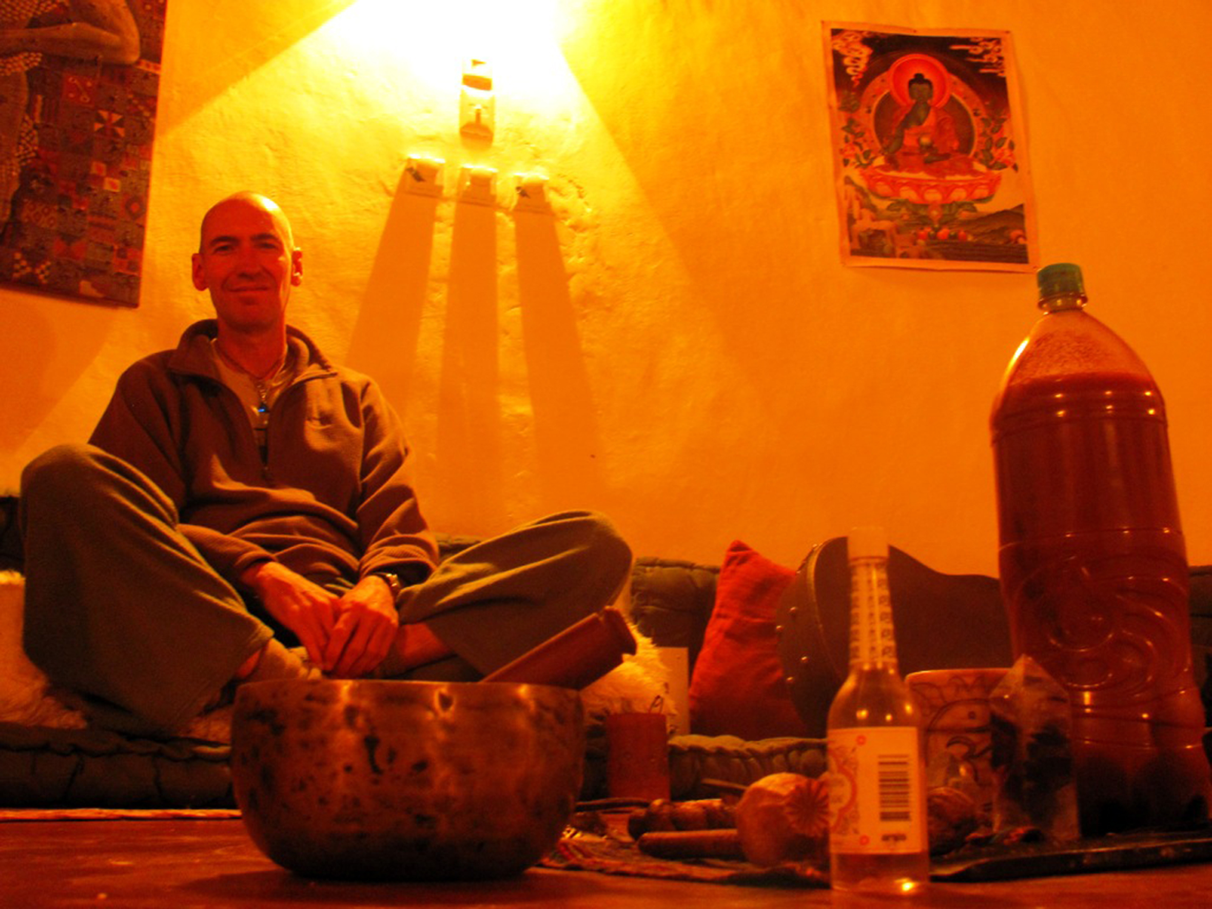 Entre budas, cristais e plumas de condor, Diego Palma conduz rituais com ayahuasca