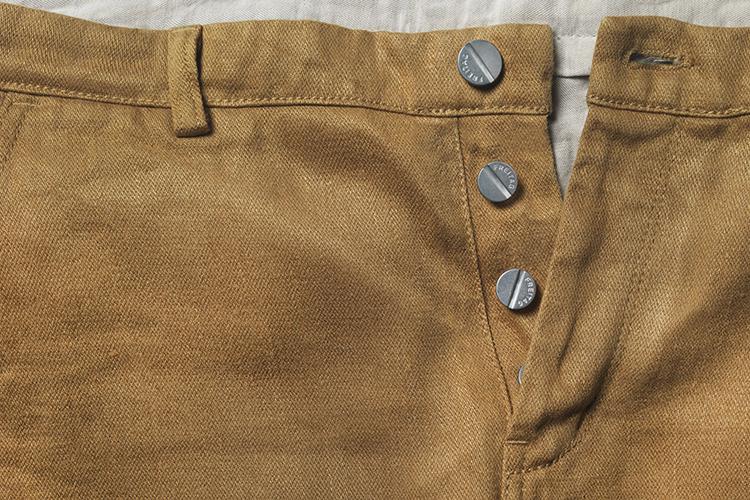 Marca suíça cria calça biodegradável de fibra de maconha