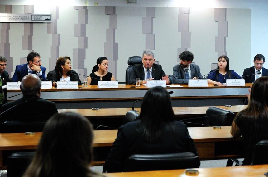 Audiência sobre descriminalização do cultivo de maconha causa polêmica no Senado