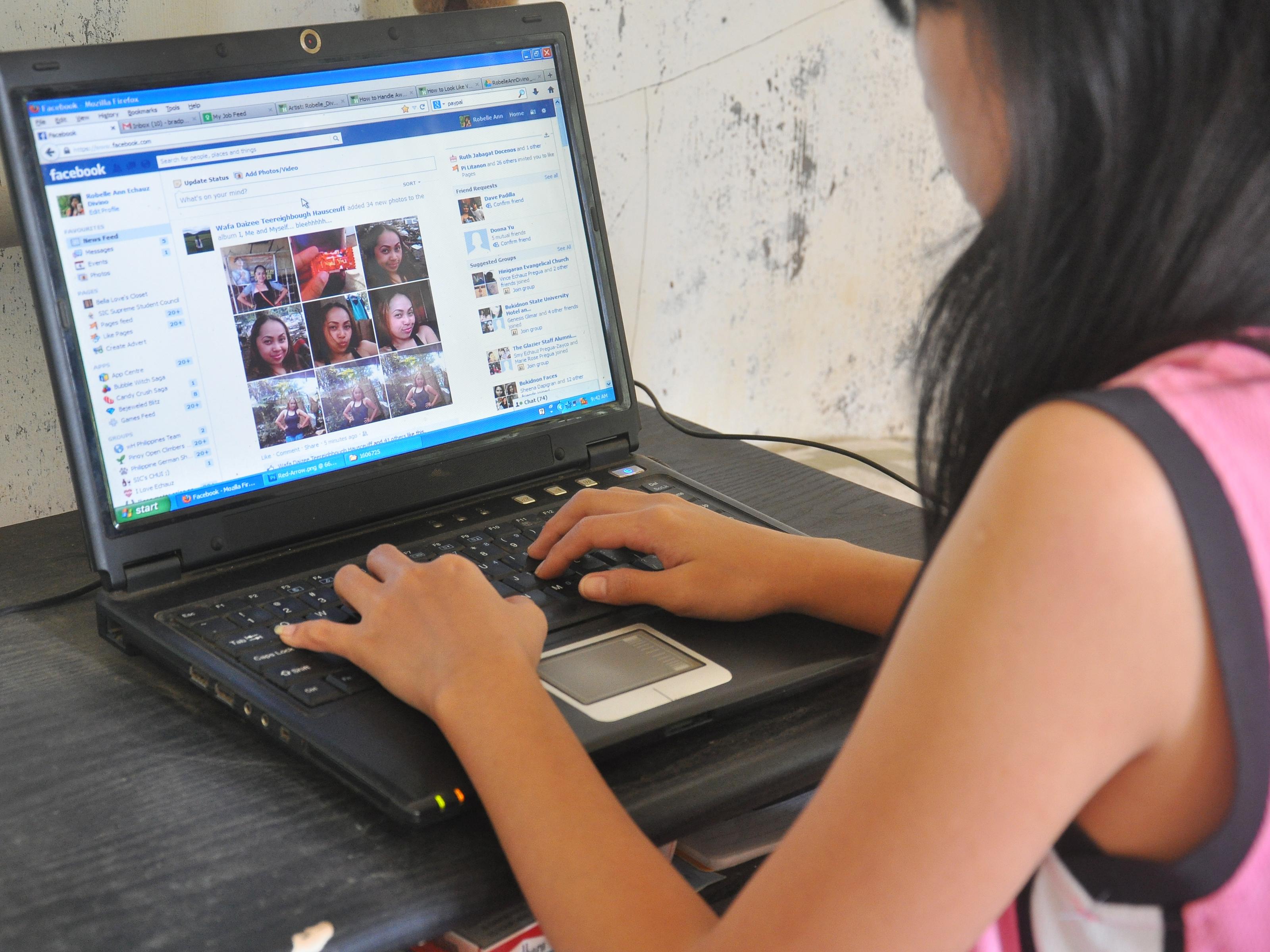 Facebook é tão viciante quanto cocaína e opioides, afirma estudo